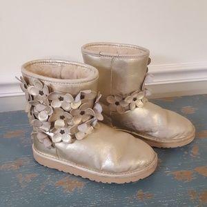 UGG Big Kids Classic Flora Short Boot